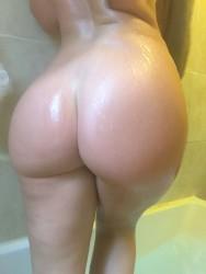 http://thumbs.imagebam.com/06/5b/12/110018584251653.jpg