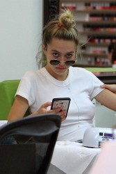 Delilah Belle Hamlin - At a nail salon in Beverly Hills 7/11/17