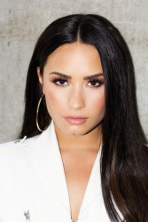 Demi Lovato - Backstage at The Tonight Show in NYC 9/18/17