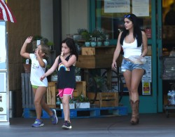 Ariel Winter Grocery Shopping in Los Angeles - 8/18/17
